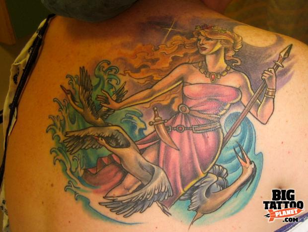 Hannah Aitchison at Deluxe Tattoo USA 1 - Colour Tattoo | Big Tattoo Planet